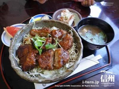 アンデルセン|ダチョウのソースかつ丼で隠れた人気店|駒ヶ根市赤穂