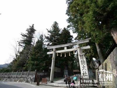 諏訪大社「春宮」の御柱|2004年の御柱祭で建てられた4本の御柱|下諏訪町