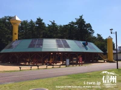 信州スカイパーク|家族連れに人気の大型木製遊具エリア