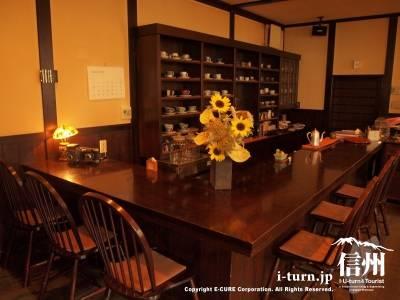 半杓亭|「源智の井戸」のそば・小さな文庫のある静かな喫茶店|松本市中央
