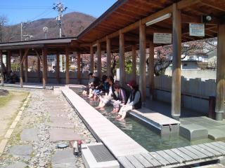 無料で入れる諏訪湖の足湯|上諏訪