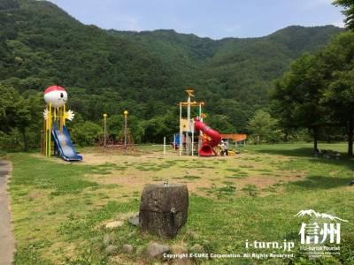 ほたる童謡公園|遊具が新しくなって充実したわんぱく広場|辰野町平出