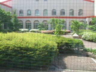 中庭 こどもの遊び場
