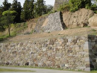 南櫓下の石垣