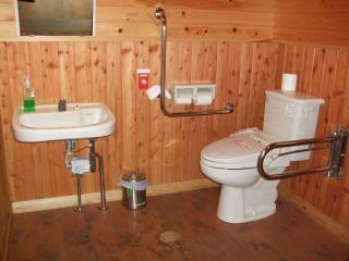 烏川渓谷緑地 身障者用トイレ