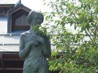ハーブセンター 売店前の銅像