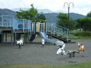 南部公園のスプリング遊具とシーソー
