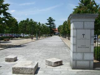 豊科近代美術館 正門