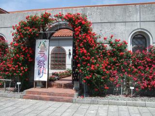 豊科近代美術館 バラ祭り看板