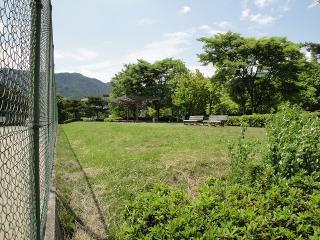 緑ヶ丘公園 テニス観賞用ベンチ