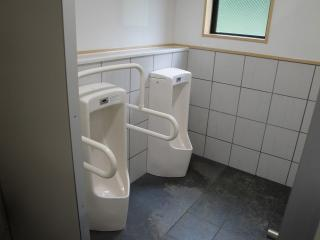 緑ヶ丘公園トイレ男子用2