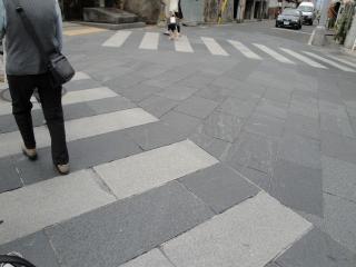 善光寺 石畳の横断歩道