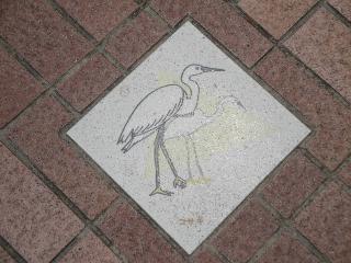 釜口水門の上、歩道にあるコサギの飾り