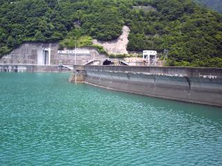 奈川渡ダム 梓湖側