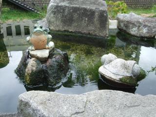 縄手通り 蛙