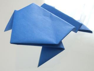 縄手通り かえるの折り紙