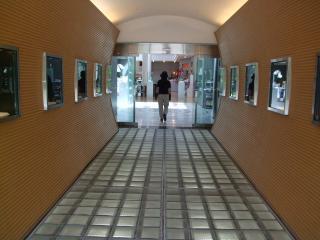 アートヒルズ 入口