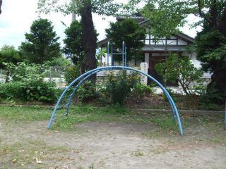 タコ公園 アーチ型の遊具