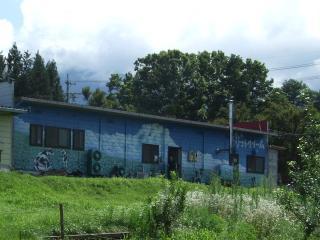 北アルプス牧場 売店の裏側