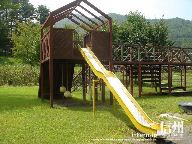 鳩吹公園にあるすべり台