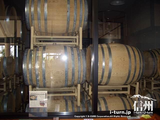 山辺ワイナリーの樽