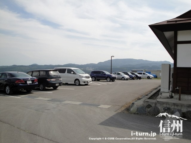 飯綱町よこ亭の駐車場はゆったり大き目