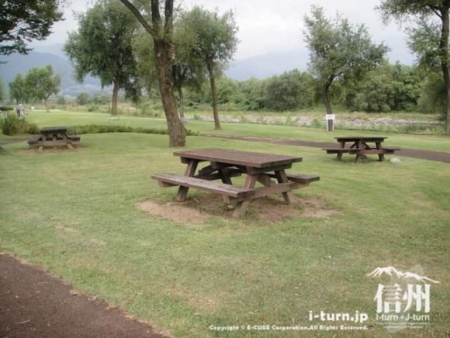 三峰川榛原河川公園 休憩スペース