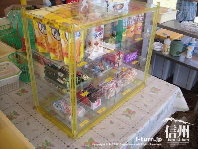 雅秋園のお菓子ショーケース
