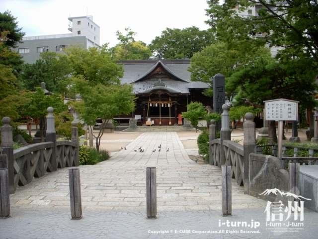 四柱神社へ入る明治天皇がお渡り始めをした御幸橋