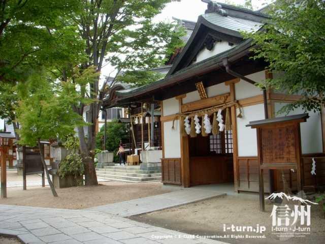 恵比寿神社は拝殿のとなり