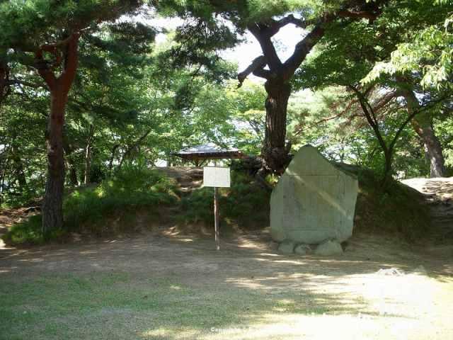 城山公園解放の碑