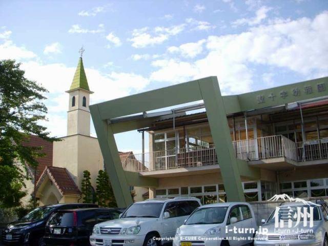 幼稚園と鐘の塔