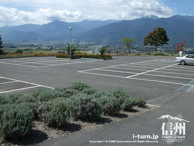 創造館の駐車場