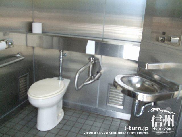クラフトパーク トイレはシルバー