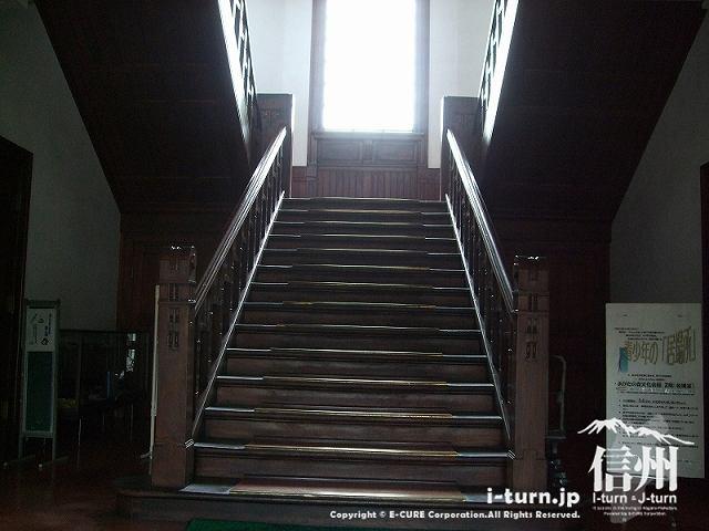旧制松本高校 階段を正面から