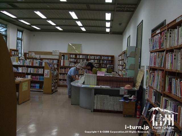 あがたの森図書館の内部