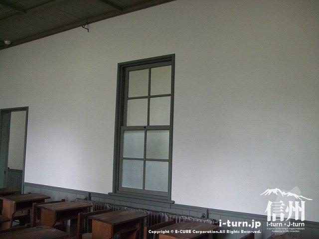 復元教室の廊下側に窓