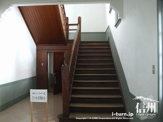 旧制松本高校本館、奥の階段