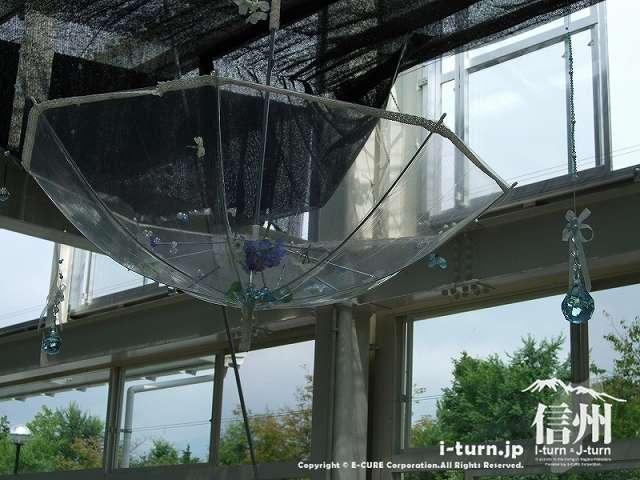 去年はビニール傘をリメイクした飾り