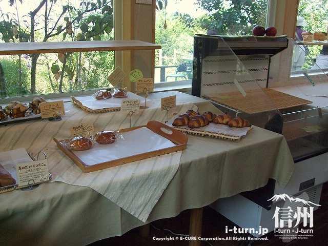 あづみ野の朝 季節ものとスイート系のパン