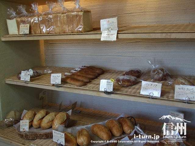 あづみ野の朝 ハード系のパン