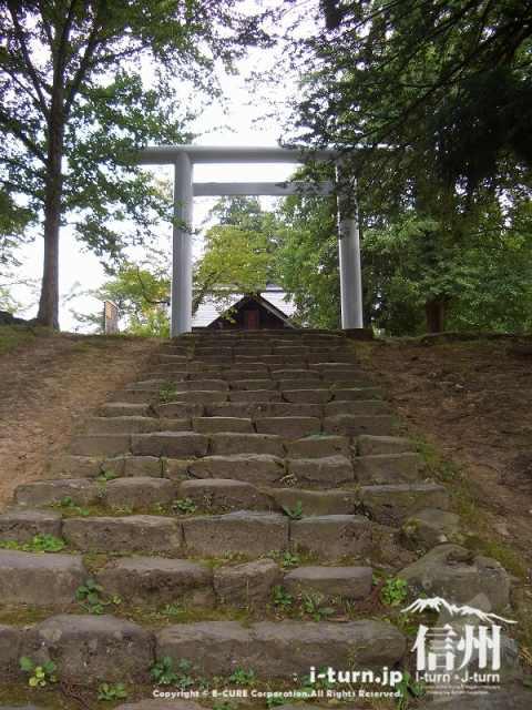 飯山城への最後の石段