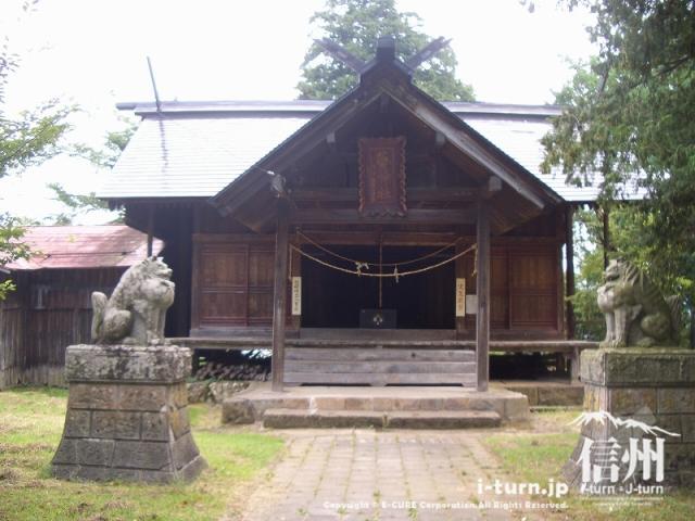 城の跡地にある神社