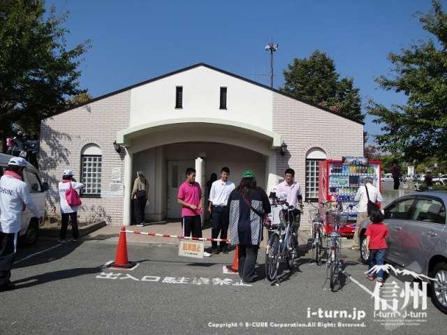 県営長野野球場入り口前のトイレ