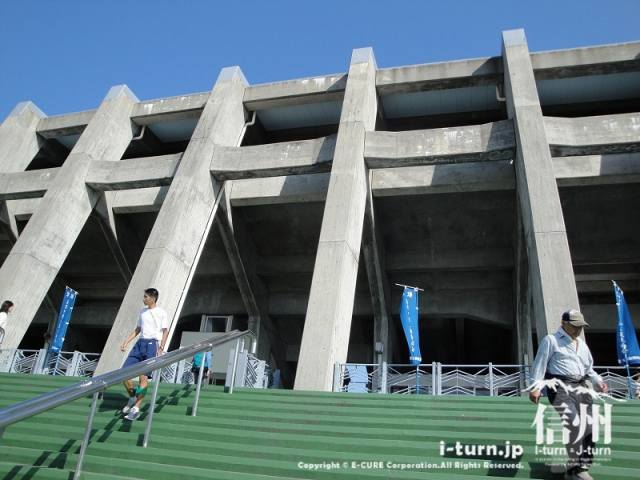 長野県営長野野球場となりの長野市営陸上競技場
