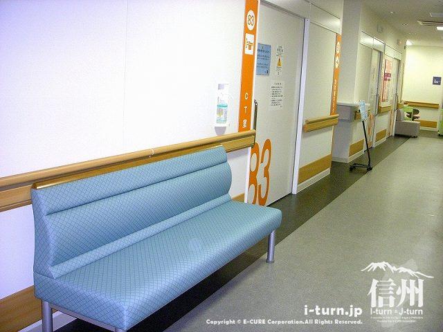 藤森病院 CT室前の待ち合いシート