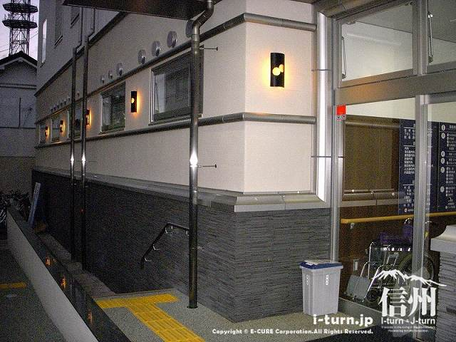 藤森病院 夜の裏玄関