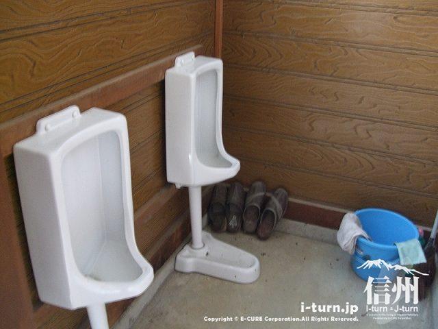 乳房観音堂の男子用トイレ
