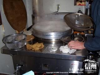 そばをゆでる鍋はやはり大きい