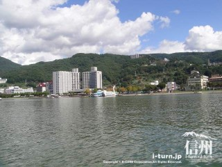 諏訪湖から見る風景